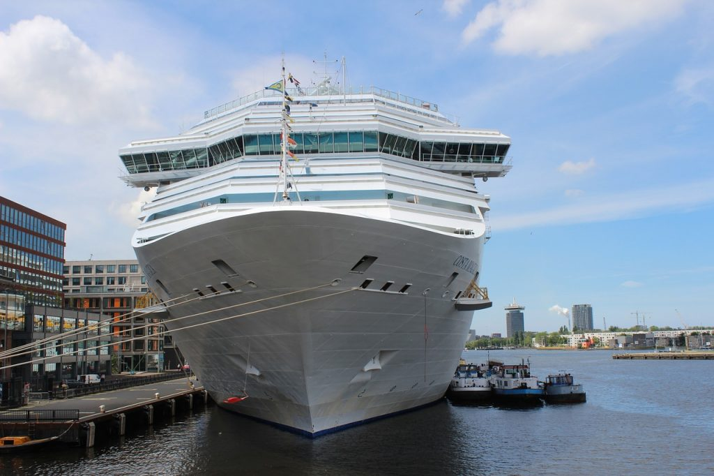Less cruise ships in Amsterdam in 2020