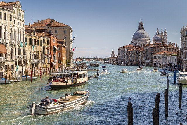 Venice: 2-Hour Budget Highlights Tour with Local Guide