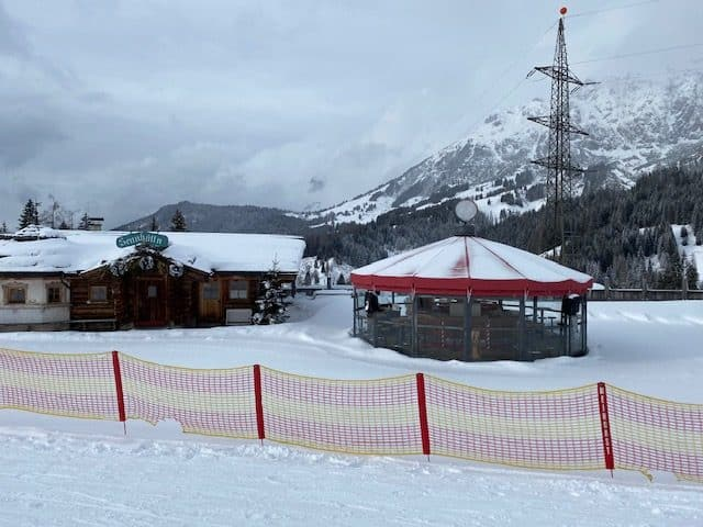 Closed bars and restaurants while skiing in Austria