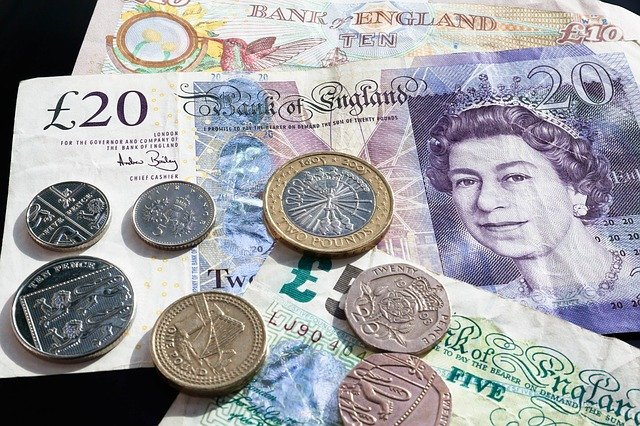 England Travel Tips Money