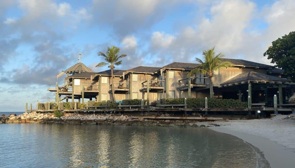 Avila Beach Hotel Curacao - Ocean Front Blues Room
